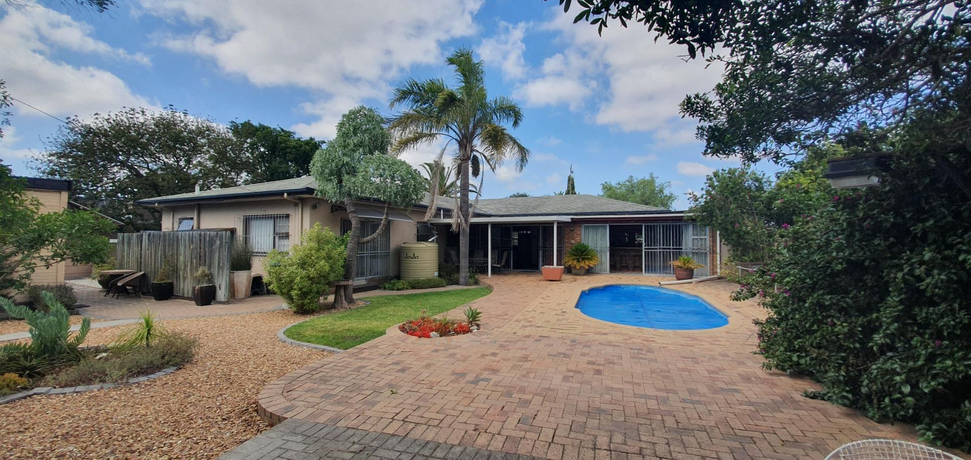 4 Bedroom House for Sale in Amandelrug, Kuils River - Western Cape