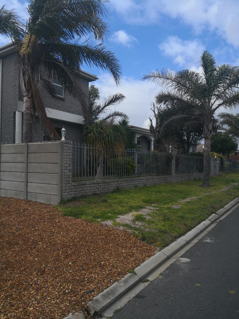 5 Bedroom House for Sale in Rouxville, Kuils River - Western Cape
