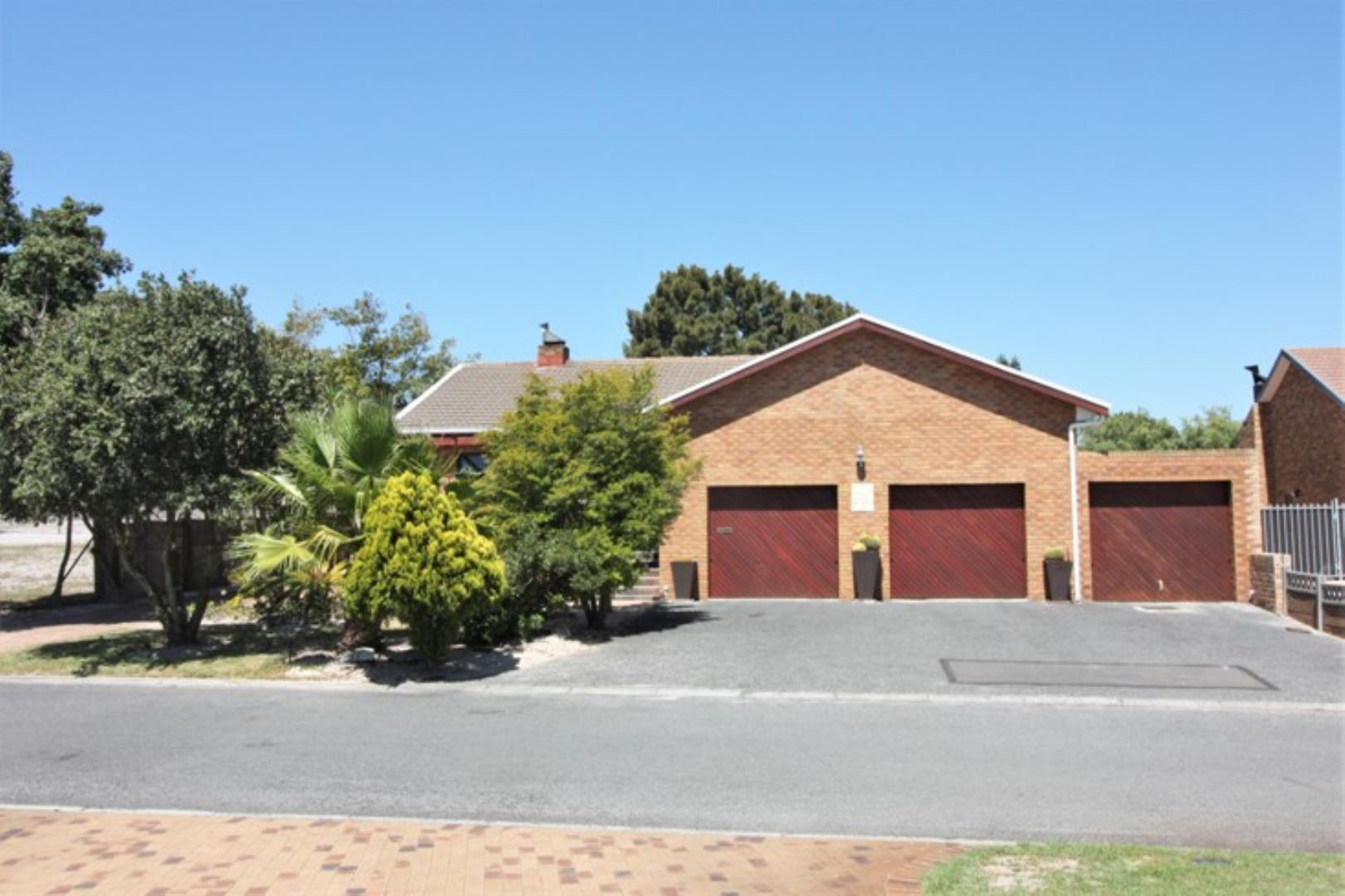 4 Bedroom House for Sale in Rouxville, Kuils River - Western Cape