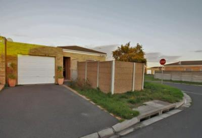 2 Bedroom House for Sale in Jagtershof, Kuils River - Western Cape