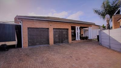4 Bedroom House for Sale in Jakarandas, Kuils River - Western Cape